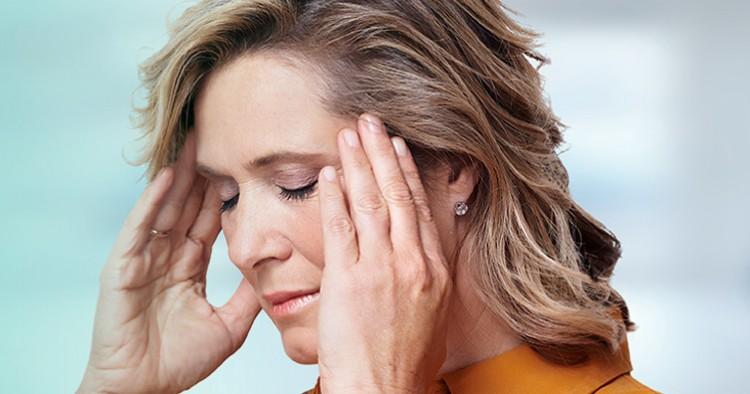mulher com dor cabeca 2