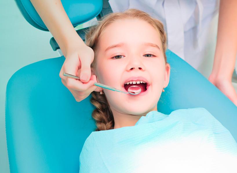 crianca no dentista