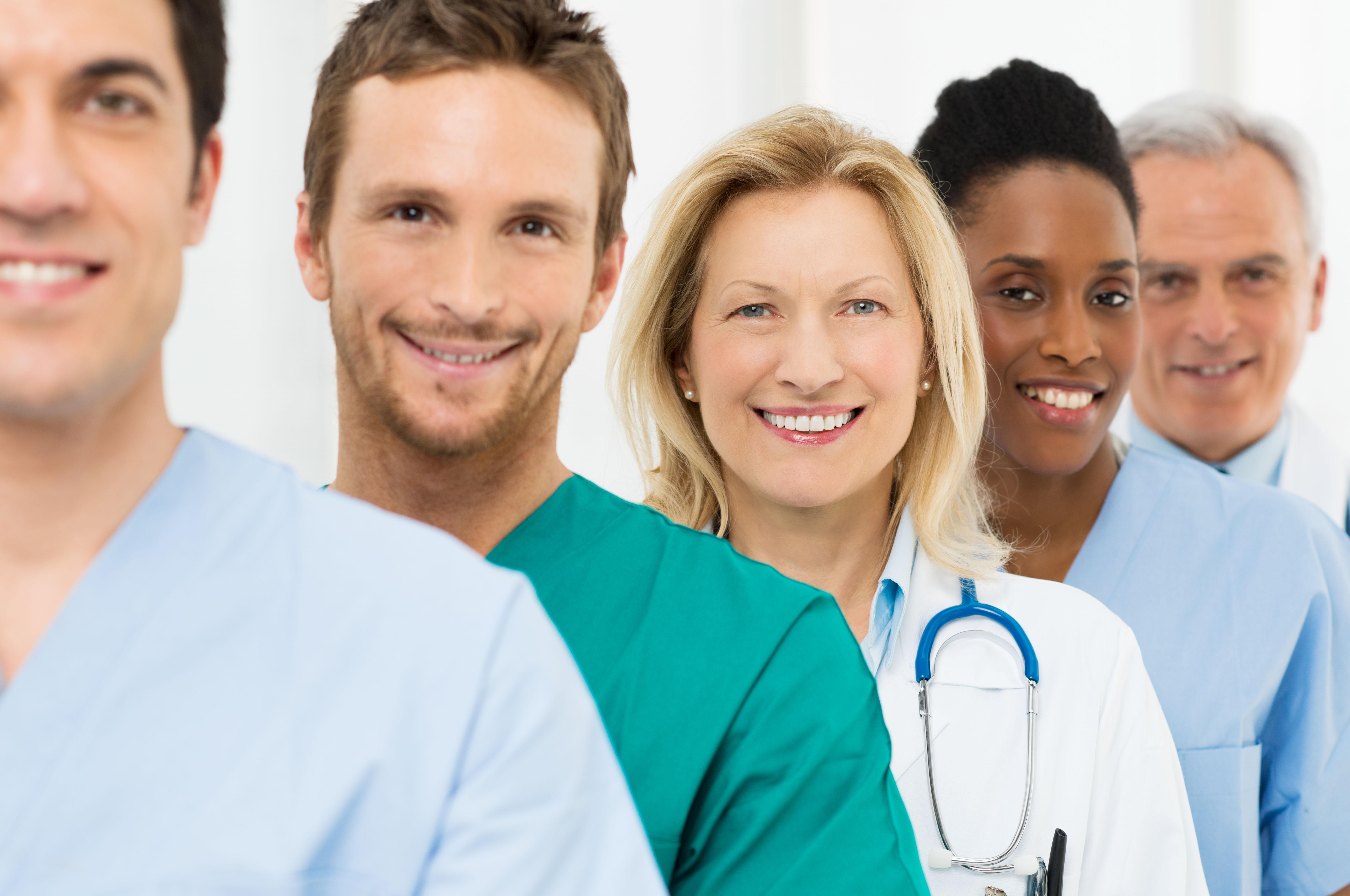grupo de medicos e enfermeiros